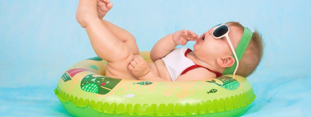 Как да обличаме бебето през лятото